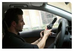 商务礼品定制-敲击式汽车安全伞-使用