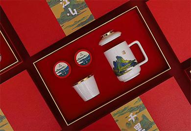 商务礼品:千里江山图茶水分离杯+小罐茶套装